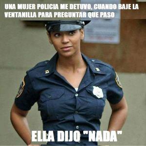 mujjer policia